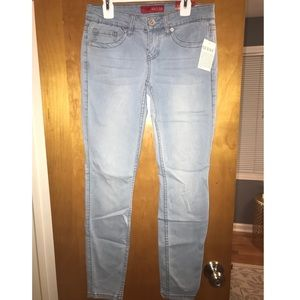 Guess Light Wash Low Rise Skinny Jeans Size:25